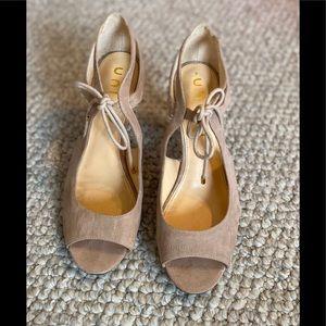 Unisa Sz 9 shoes lace up heel